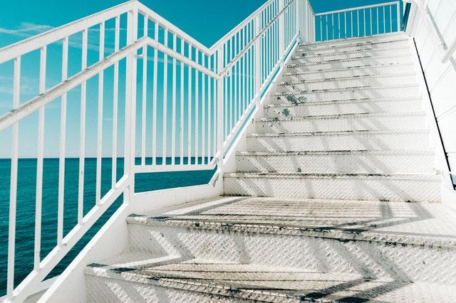 Ile kosztuje wykonanie stalowych konstrukcji schodów?